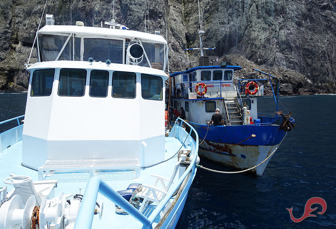 Yemaya and Maria Patricia side by side, transferring fuel for the search and rescue of lost divers
